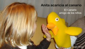 Ana acaricia canario